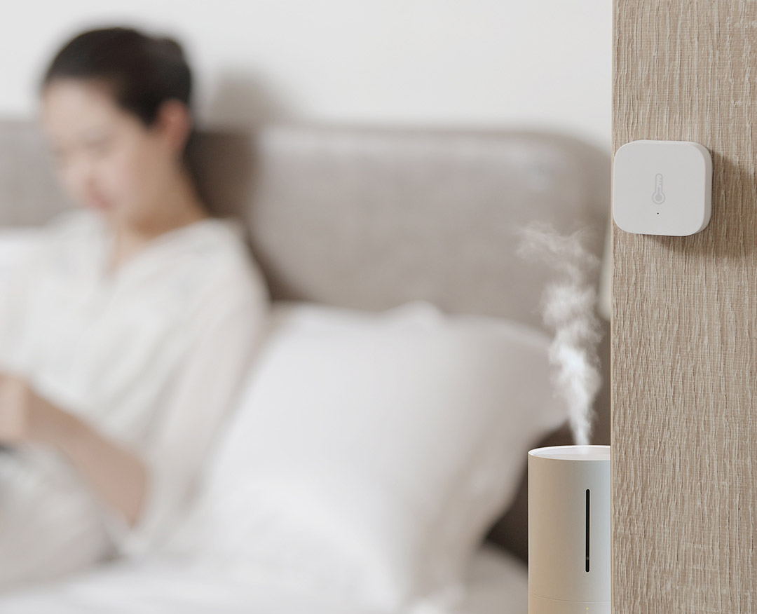 Link Aqara US Hub with Smart Plug and a humidifier to improve indoor humidity.